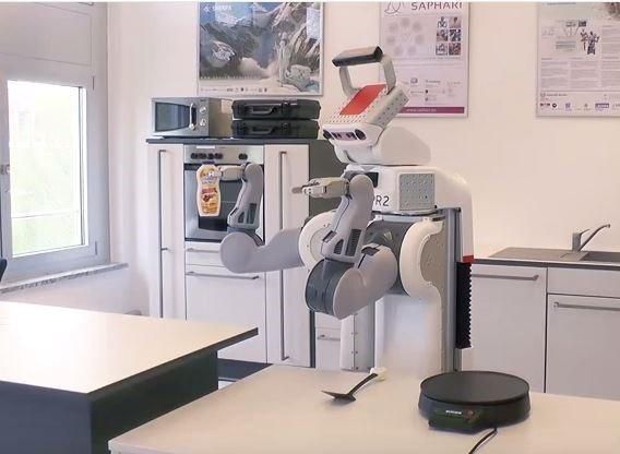 Inteligentný robot má ušetriť prácu v kuchyni