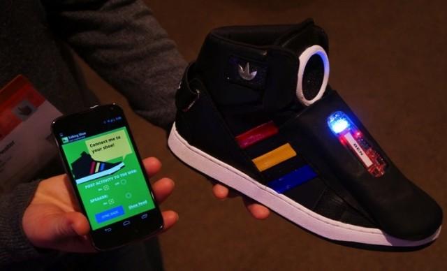 Ďalšia novinka z dielne Google: topánky, ktoré hovoria